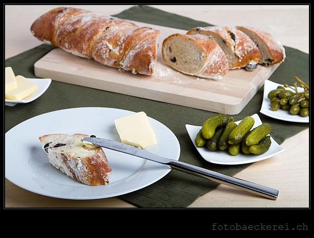 Tag 182 Projekt 365 Olivenbrot Butter