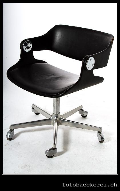 Tag 303 Projekt 365 schwarzer stuhl auf weiss