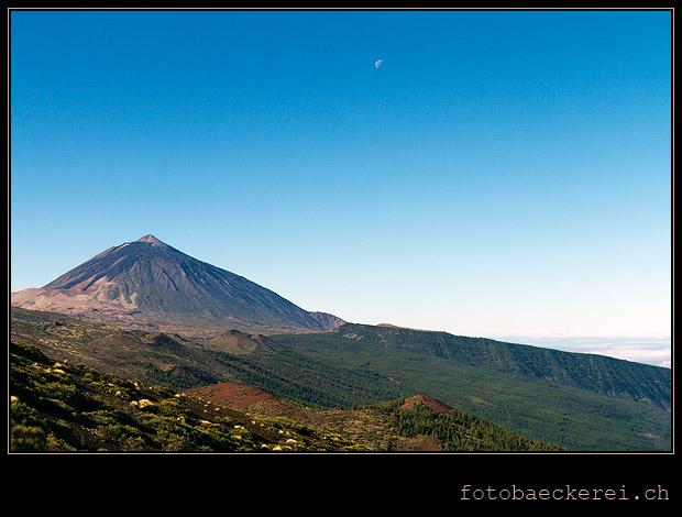 Teide und Mond auf Teneriffa
